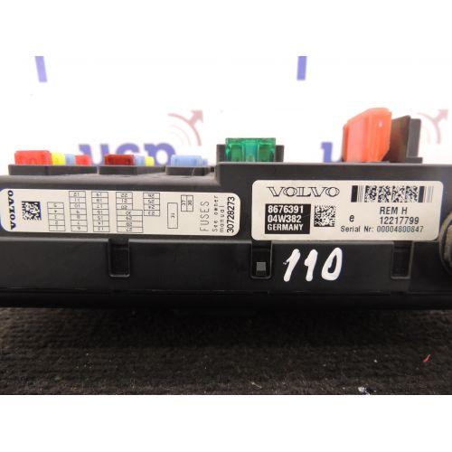 Volvo XC90 Saugikliu dėžė 8676391